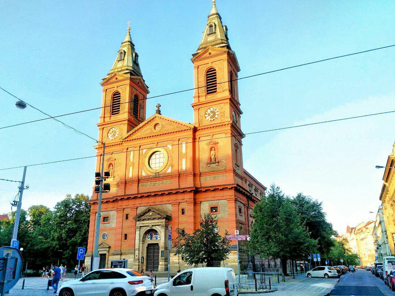 Костел Святого Вацлава в Смихове, Прага, Чехия. Июль, 2018