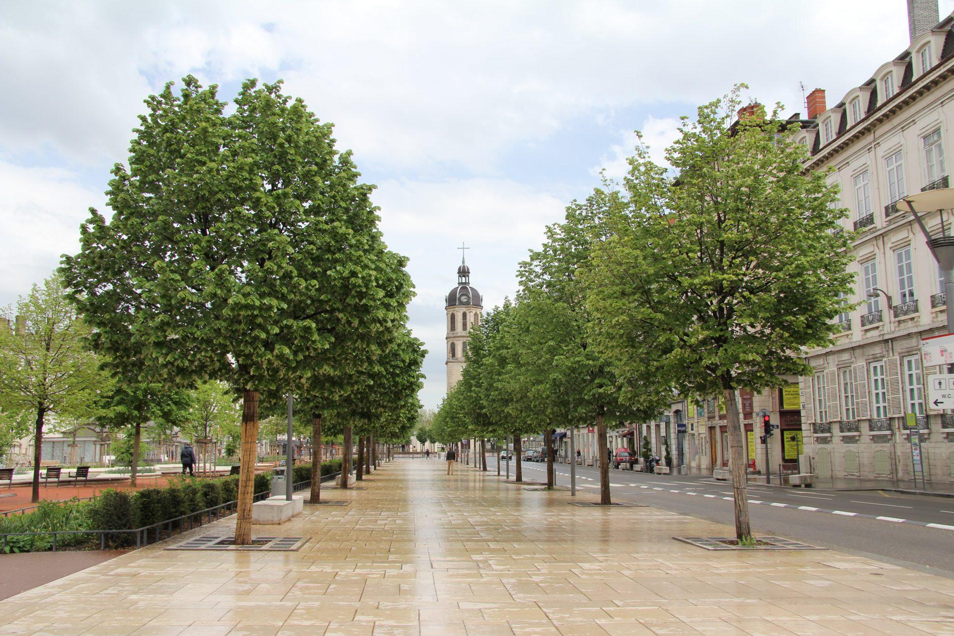 Вид на колокольню с Площади Белькур, Лион, Франция. Май, 2013