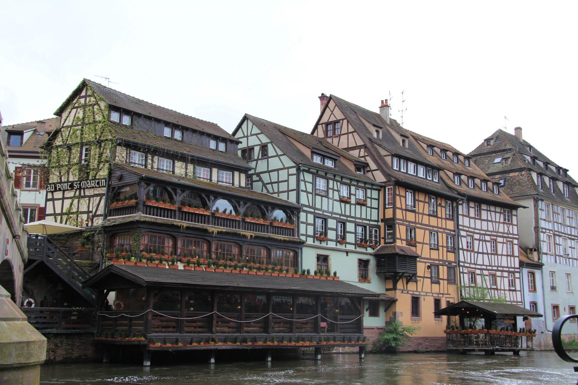 Ресторан Au Pont Saint Martin, квартал Маленькая Франция, Страсбург, Франция. Июль, 2012