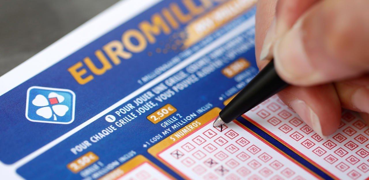 СМИ Австрии: Официантка выигрывает 170 миллионов евро, но продолжает работать