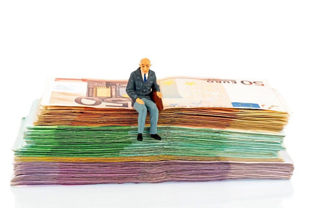 Кому можно уйти на минимальную пенсию минимальная пенсия для инвалида детства