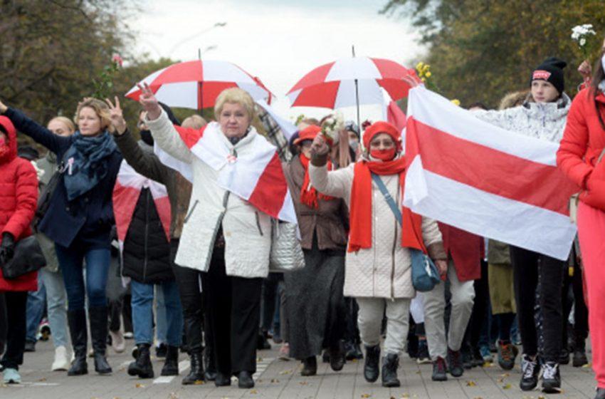 СМИ Австрии: протесты в Беларуси. Правительство угрожает применить боевые патроны