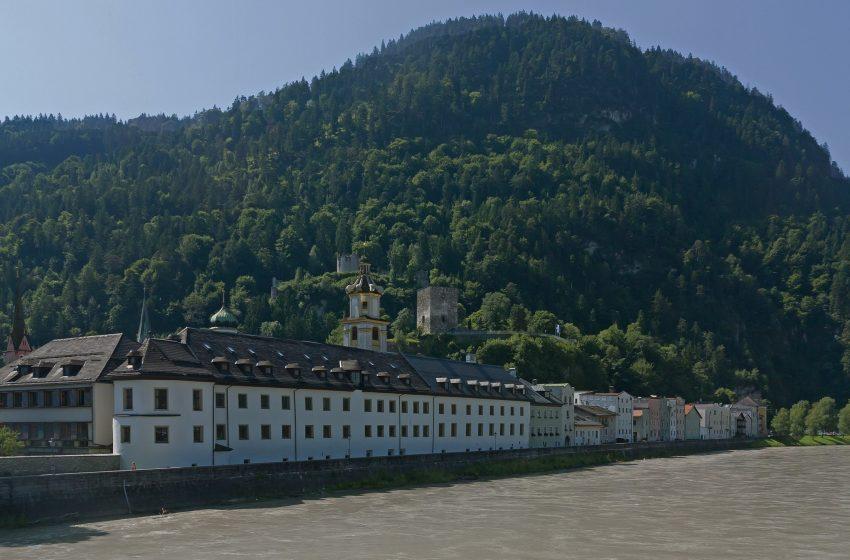 История австрийского городка Раттенберг и одноимённой крепости рядом с ним